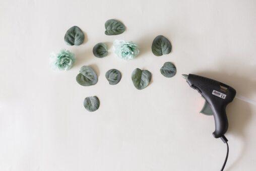 pistolet do kleju i rośliny